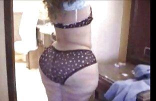 Tik kröp gratis porrlejon över hennes väns Byxor och gjorde ett stort pris